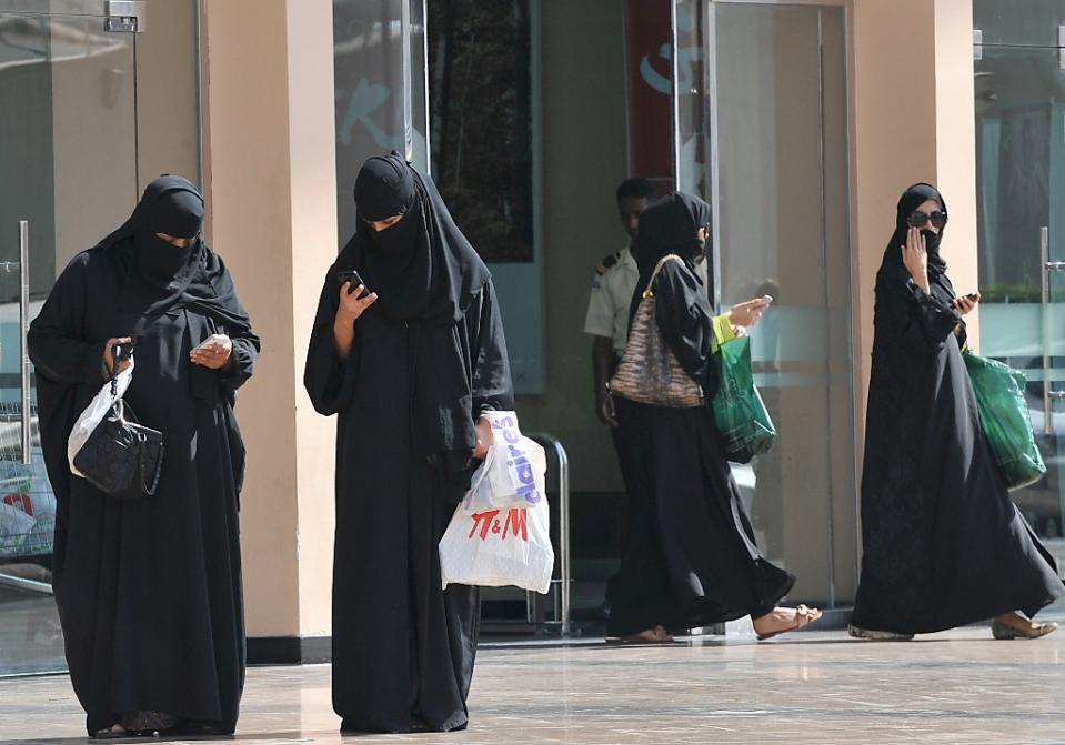 Nine things Saudi women still can't do 1