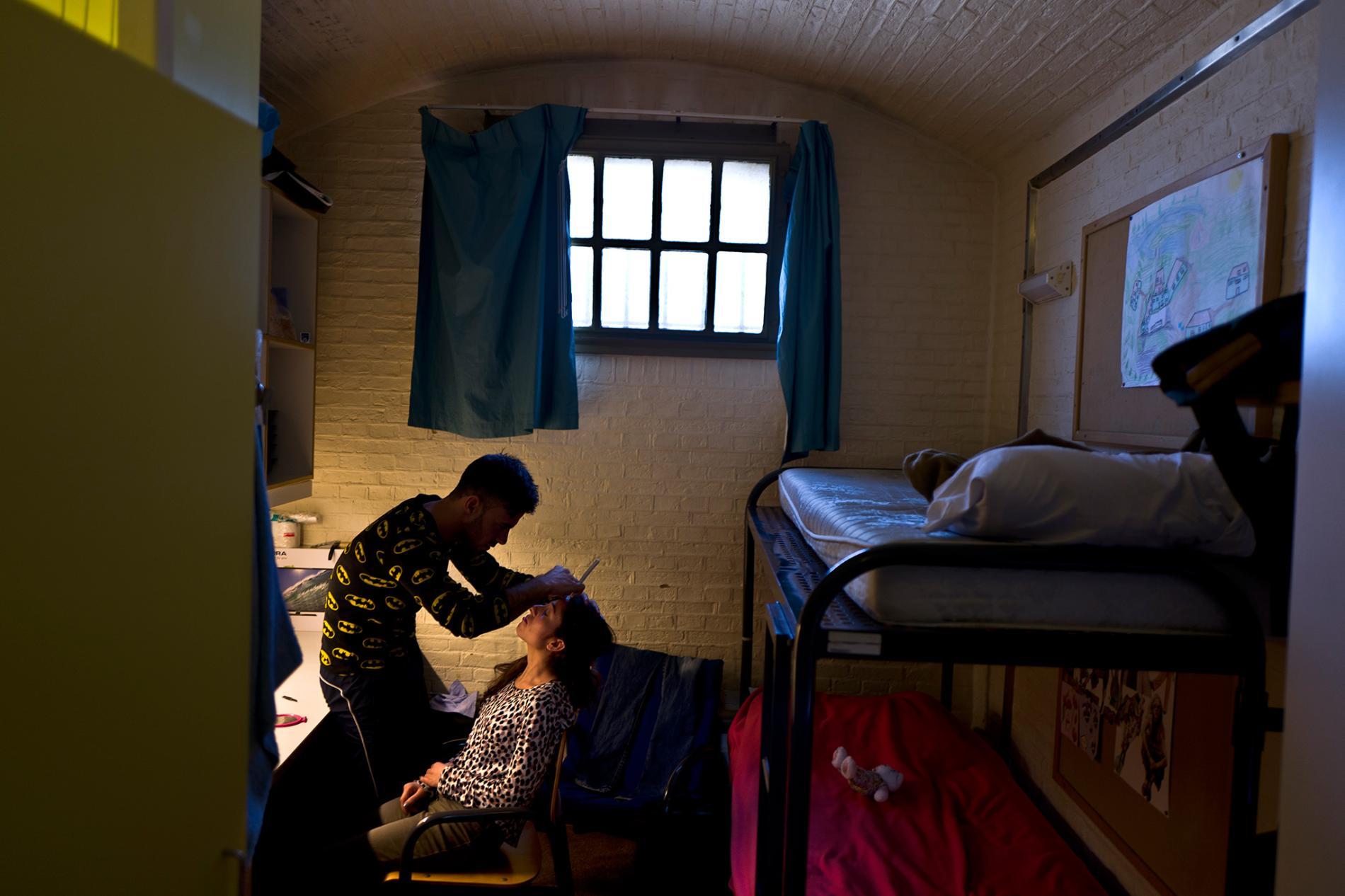03-cells-asylum-refugees.adapt.1900.1